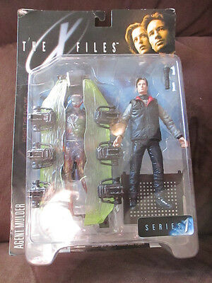 x-Files Agent Mulder 1998 with alien figure Free shipping this week only!