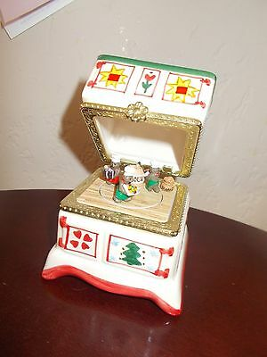 Christmas Stove with twirling gingerbread men Music Box