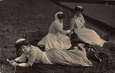 EARLY 1900s RP POSTCARD ~ GROUP of DOMESTIC SERVANT MAIDS TAKING TEA AL FRESCO