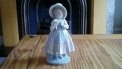 Lladro nao figurine Girl with bouquet Rare
