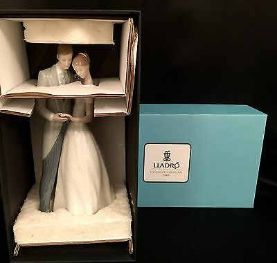 """Lladro """"Together Forever"""" Engagement/Wedding (8107 Romantic Couple)"""