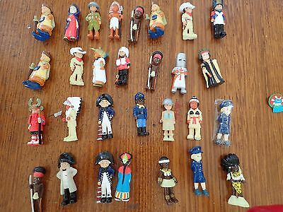 Figurines Collectable  81 Total With 85 Cards