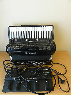 Roland Fr-7X Accordion. With Pedal/charger And Carry Case.