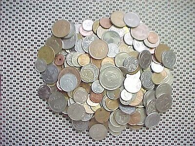 Two Pounds World Coins With  .many Countries Many Dates # 8