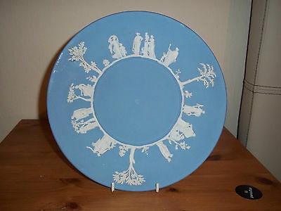 """Vintage Wedgwood 9 1/2"""" blue and white Jasper ware pottery cake plate 1956 used."""
