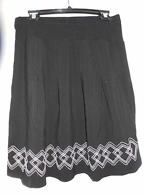 Motherhood maternity black and white embroidered pleated skirt size M