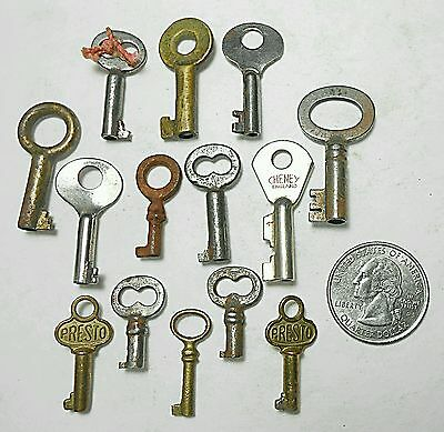 14 Tiny Ornate Lot of Open Skeleton Barrel Keys Vintage Collectible Steampunk