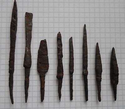 Viking Period 8 arrowheads of various shapes 9-13 VF+++