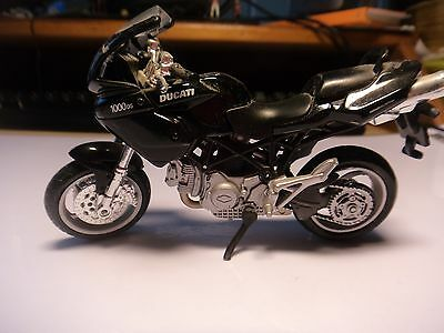 diecast model motorcycle Ducati 1000DS multistrada from Maisto