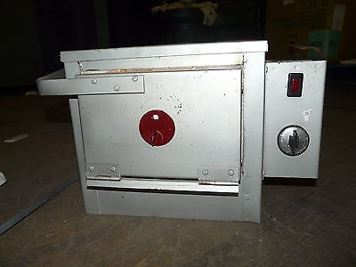 "Newton Potters Supply Electric Kiln Model 48R 115V 8x8x4.5"" Interior Tested"
