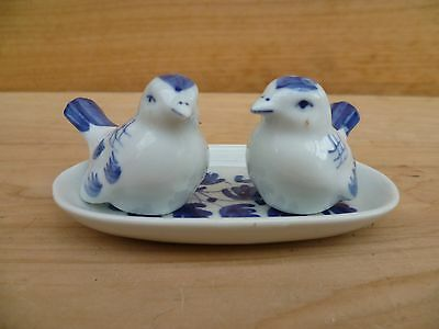 Vintage Old Blue And White Bird Salt And Pepper Shakers Set (A764)