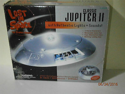 LOST IN SPACE Jupiter 2 Space Ship Trendmasters classic MIB + B9 Robot 1960's TV