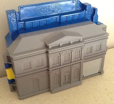 Hot Wheels Pocket Fold Away Hotel With Garage Sevice Area & Car Park + Free P&p
