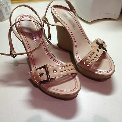 WOMENS/LADIES Salmon Pink Leather WEDGE sandals By MODA BRASIL Ferrucci Size 3