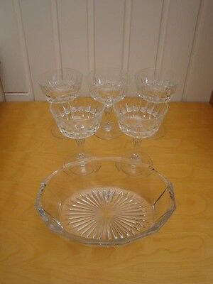 A Large Bowl With 5 Tall Dessert Bowls Decorative Design