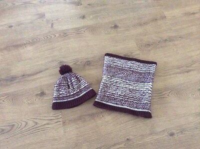 Gorgeous winter hat and snood burgundy mix Redherring