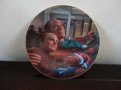 Star Trek  Voyagers  Plate Hamilton Colection 1996 Life Signs New Mint