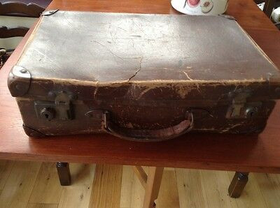 Vintage Suitcase in Very Used Condition Size 40.5cm x 25.5cm x 12.5cm approx