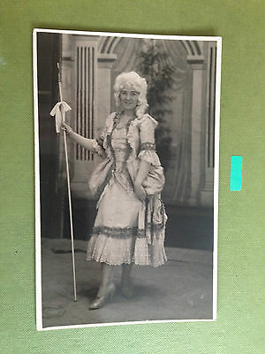 SMART DRESSED LADY REAL PHOTOGRAPH POSTCARD 1900s