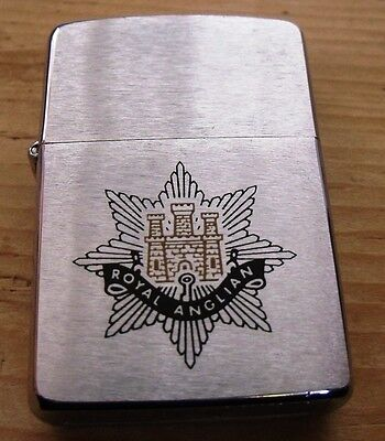 1995 Royal Anglians Zippo Lighter New In Box And Staybrite Collar Badges