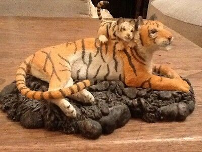 tiger and her cub resin  figurine Bowbrook studios Worcestershire NEW