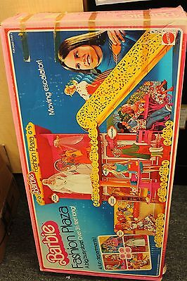 Vintage Barbie's Fashion Plaza #9525 with Orginal Box 1975 complete
