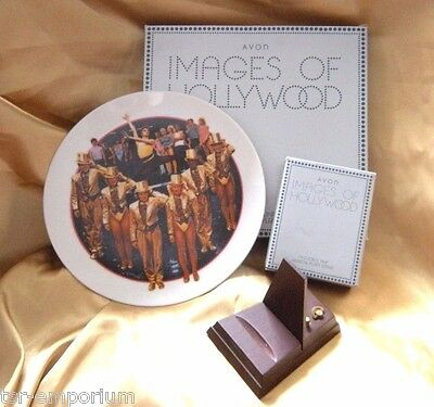 """AVON """"Chorus Line"""" Plate PLUS Matching Wood Musicial Plate Stand - New in Boxes"""