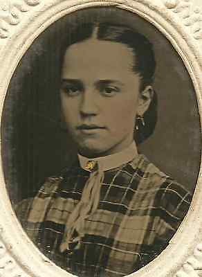 Beautiful Young Lady in PLAID Wearing HAND-PAINTED GOLD BROOCH w RIBBONS TIN CDV