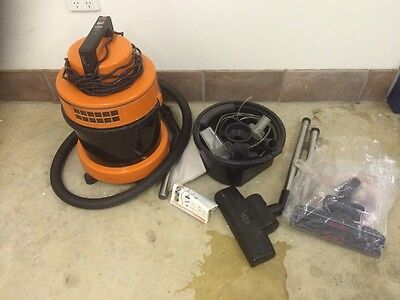 Vax Wet And Dry Vacuum Cleaner And Attachments