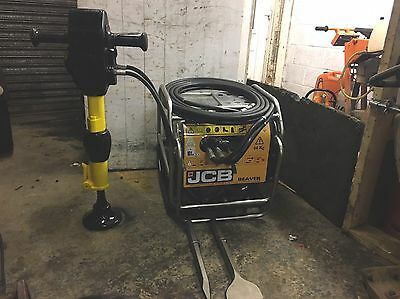 JCB BEAVER HYDRAULIC BREAKER 2014 HM25LV GUN, HOSES AND 2 X New CHISELS