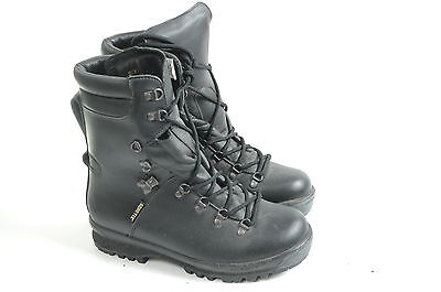 British army gore tex vibram sole  boots size UK 8 M