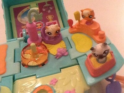 Littlest Pet Shop Hasbro Polly Pocket style POP UP Playset & Figures WORKING
