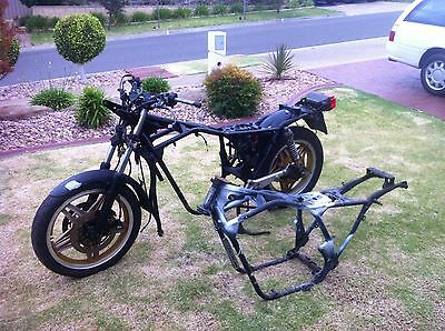 Honda CB900F rolling chassis + spare frame + spare parts