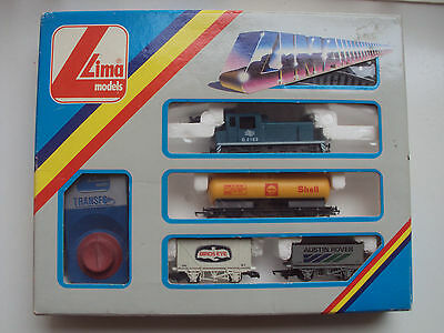 VINTAGE LIMA TRAIN SET WITH ENGINE,3 WAGONS, TRACKS & POWER SUPPLY MADE in ITALY