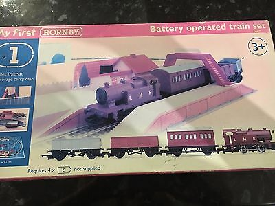 Hornby OO My First Train Set R1031 (Locomotive/Carriage/Wagon/Track) Boxed
