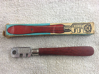 Vintage Shaw England Glass cutter