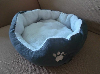 Cat / Small Dog / Puppy Bed  -  Very Cosy  -  Nwot
