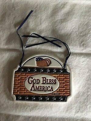 "Longaberger Homestead Exclusive Carol Berry ""God Bless America"" Tie On"