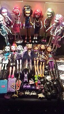 HUGE job lot bundle Monster High Dolls and accessories