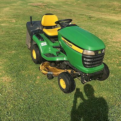 John Deere Catching Ride On Mower With 42 Inch Cutting Deck