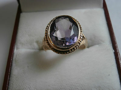 Solid 9ct gold ring with amethyst stone hallamrked