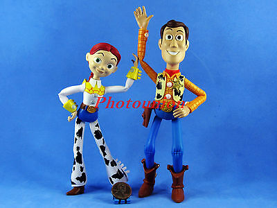 DISNEY Toy Story Collectible Figur Display Decor Modell Woody Jessie A366-A367