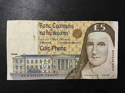 1997 Ireland Paper Money - 5 Pounds Banknote !