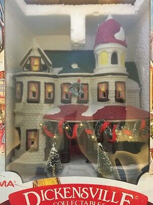 Dickensville Village Collectables Porcelain Light House