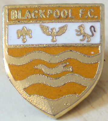 BLACKPOOL Vintage Club crest type badge Brooch pin In gilt 19mm x 22mm