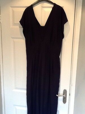 Beautiful navy jumpsuit Very Flattering Style Size 16