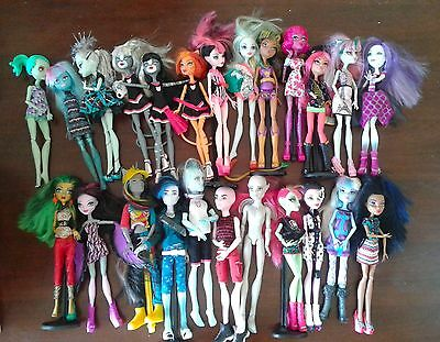 lot of 24 Monster Hight dolls - boy and girl - rare - unique + motorino + pieces