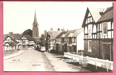 Broad Street, Weobley, Herefordshire postcard. Real Photo. Frith.
