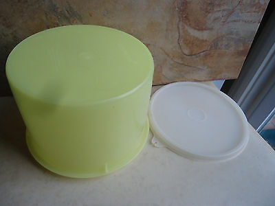 Tupperware 4 Cup Bowl with Lid 264-4 Yellow
