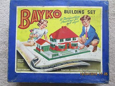 BAYKO BUILDING SETS  EARLY 1950's. Sets 0, 0x, 1x. 2x.
